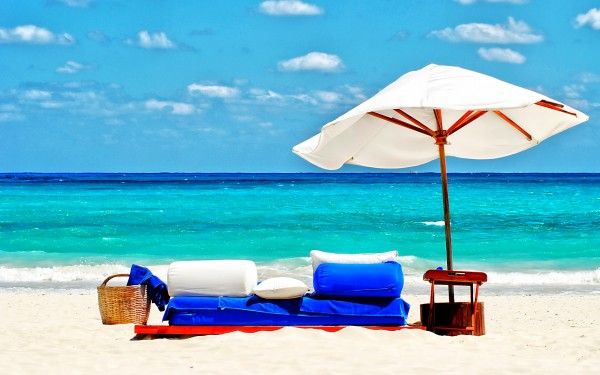 Sofa-and-Umbrella-on-the-Beach-600x375